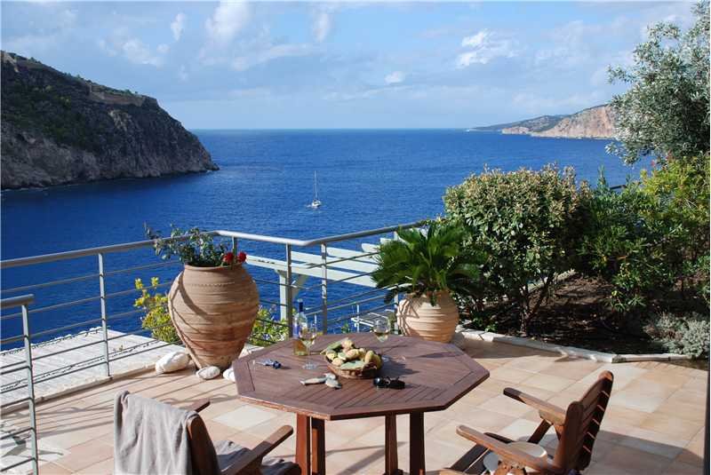 Villa Eleni al fresco dining whilst enjoying the stunning views