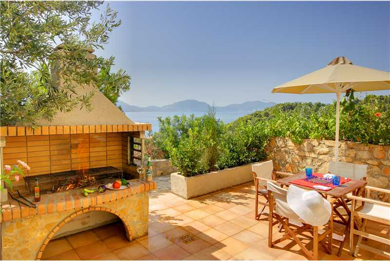Villa Glaroni BBQ with alfresco dining