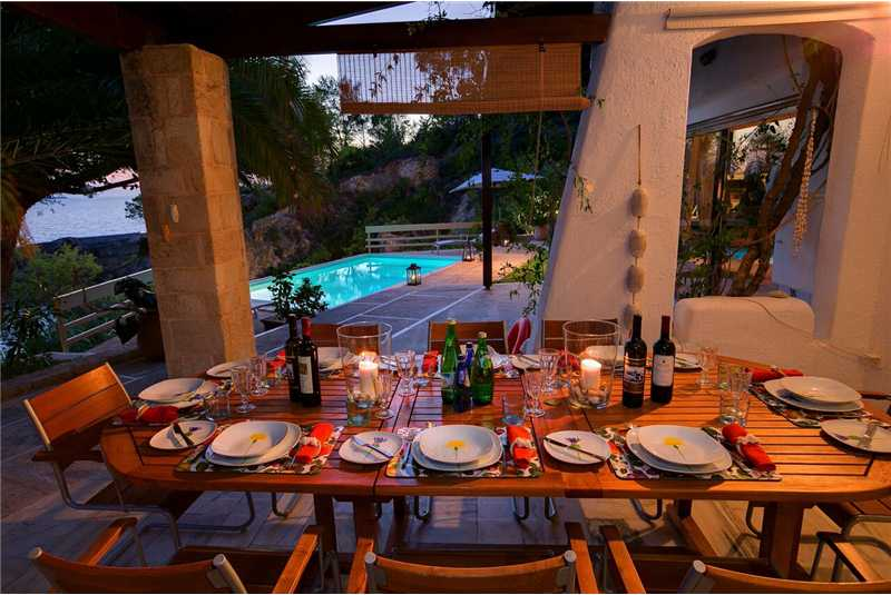 Long Beach Villa dine alfresco style